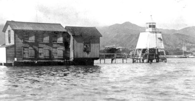 Honolulu_Harbor_Light-(USCG)