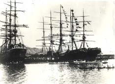 Honolulu_Harbor_in_1900