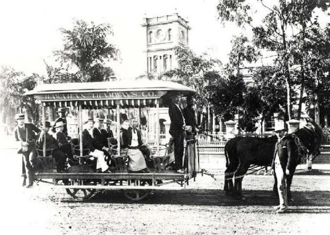 Horse_drawn_tramcars,_Honolulu,_Hawaii,_1901