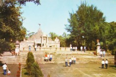 Huanghuagang_Mausoleum_of_72_Martyrs-1974