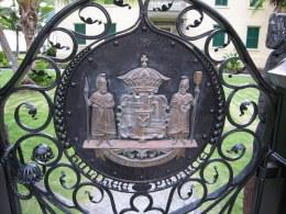 Hulihee_Palace,_Kona-entry-gate
