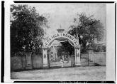 Iolani_Palace-Kauikeaouli_gate