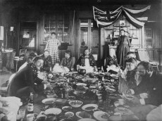 Kalakaua-Robert_Louis_Stevenson_at_Royal_Luau,_1889