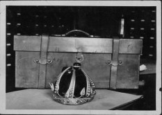 Kalakaua's_crown_destroyed-PP-37-1-001