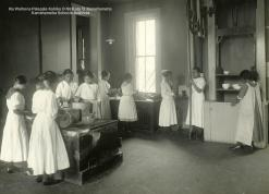 Kamehameha_School_for_Girls cooking class c1900-KSBE