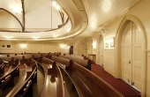 Kaumakapili_Church-pews_follow_curve_of_the_balcony-(masonarch-com)