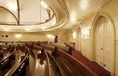 Kaumakapili_Church-pews_follow_curve_of_the_balcony-(masonarch-com)