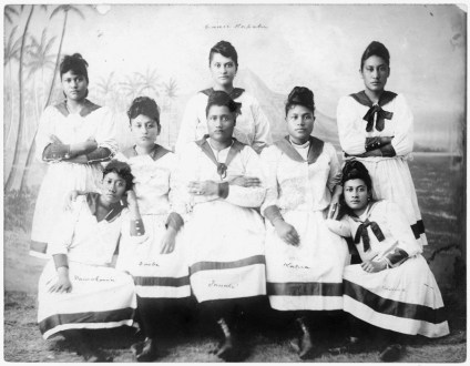 Kini-Kapahu (center, standing) Liliuokalani's_Lei_Mamo_Singing_Girls_(PP-32-8-014)