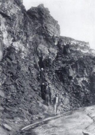 Lancaster_leading_a_tour_at_Volcano-1890
