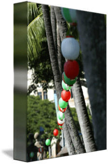 Lanterns-hanging-at-Iolani-Palace-grounds