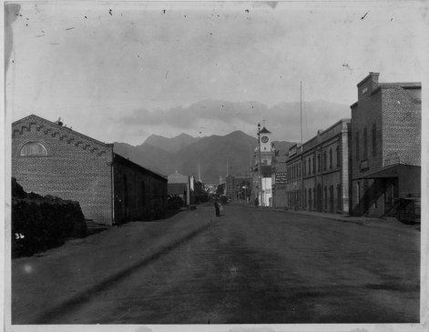 Lucas Clock-Looking up Fort St. from Allen St. (later Nimitz - Ala Moana)-PP-38-5-016-1885