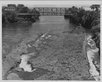 Maui's Canoe-Wailuku-River-PP-29-5-025-1935