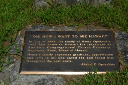 Opukaha'ia_at_Cornwall-prior_burial_site-plaque