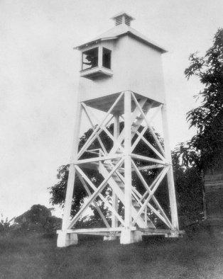 Paukaa Lighthouse-1904 (LighthouseFriends)