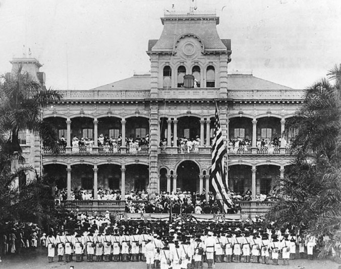 Raising_of_American_flag_at_Iolani_Palace-1898