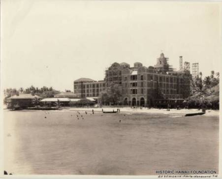 Royal_Hawaiian_oceanside_construction-(HSA-HHF)-1926