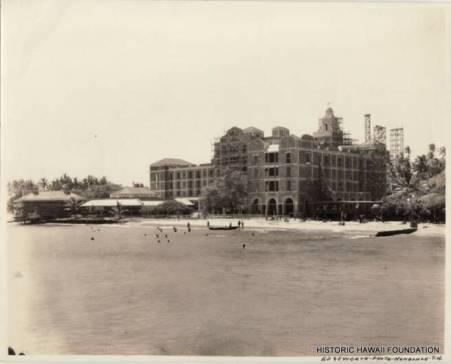 Royal_Hawaiian_oceanside_construction-(HSA-HHF)-1926