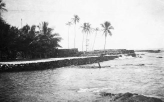Seawalls at the east end of Hale o Keawe-1921