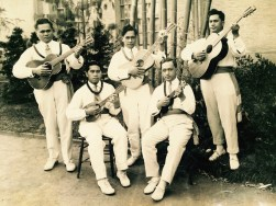 Ukulele players at the Hawaiian Pavilion, PPIE, 1915 (Collection of Donna Ewald Huggins)