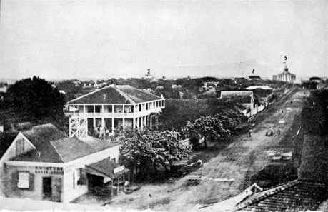 View_toward-Diamond_Head-of_Honolulu_down_King_from_Fort_Street_in_1855-(Paki_(Bishop)_house-2)