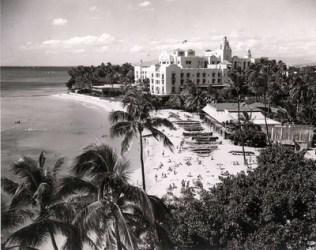 Waikiki-1958-Royal_Hawaiian-Uluniu_Swim_Club-Outrigger_Canoe_Club