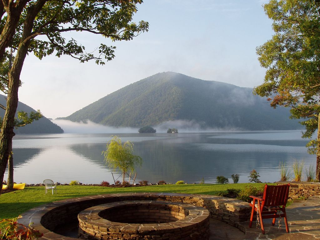 Serenity reins in spectacular views from the patio and fire pit - Huddleston chalet rental