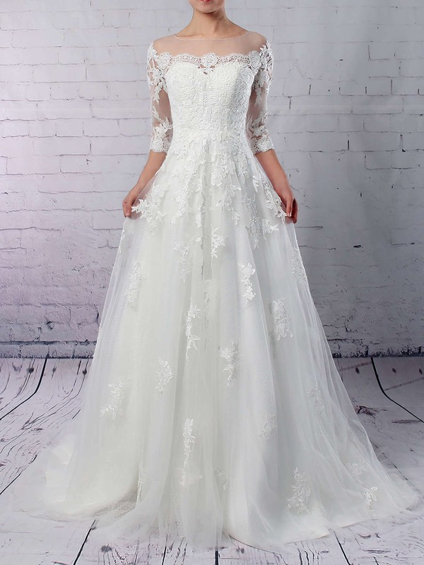 Elegant Tulle Wedding Gown with Sleeve