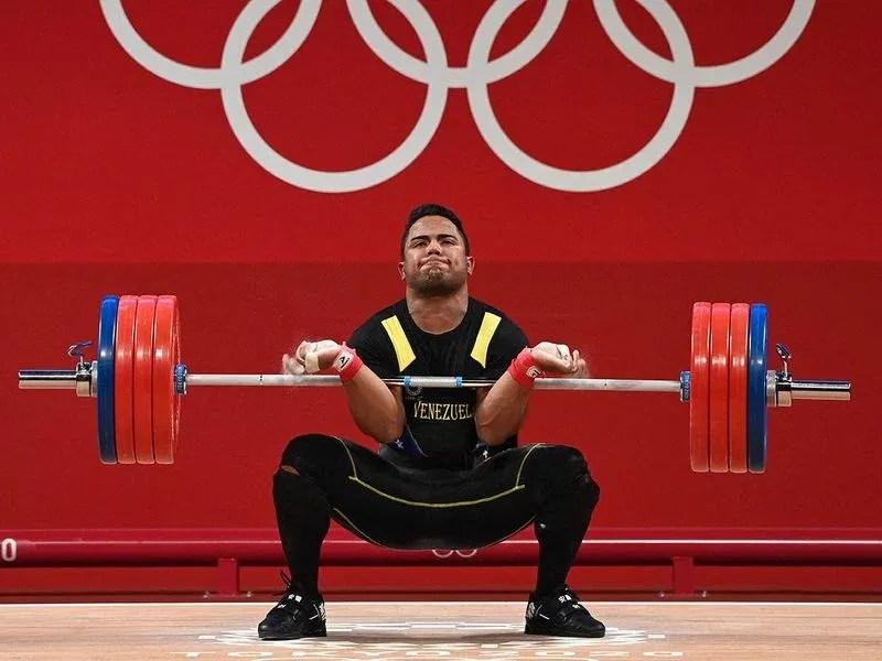 Venezuela's Keydomar Giovanni Vallenilla Sanchez competes in the men's 96kg weightlifting