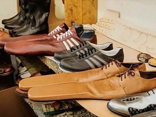 Social distancing shoes