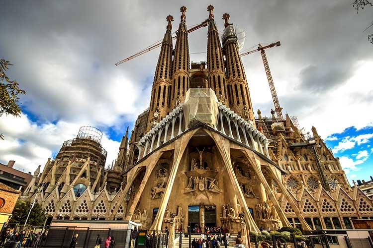 Sagrada Família © catalinlazar - Adobe Stock - pontos turísticos imperdíveis na europa