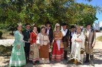 Un grupo de setenileños vestidos por Ana Mari Romero participaron en Ronda Romántica.