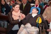 Rosario Ordóñez acaricia a su hijo Miguel durante la celebración del Festival. Foto: PEDRO CABALLERO