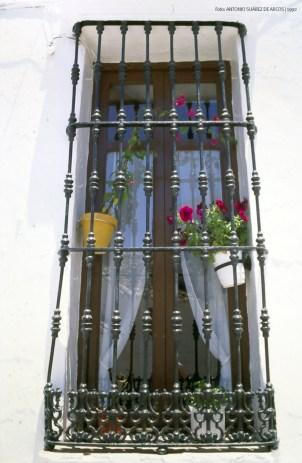 Ventana de la calle Vilches. Esta casa es ahora es un edificio municipal sin uso. Foto: ANTONIO SUÁREZ DE ARCOS.