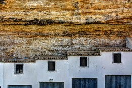 Detalle geométrico de las cocheras del Coro, encajonadas en la roca. Foto: JUAN JIMÉNEZ. Agosto de 2012. Más imágenes suyas en este enlace http://goo.gl/uFTfK4