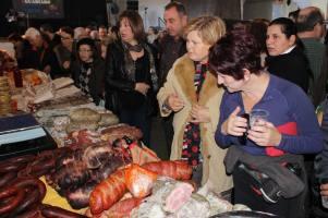 Éxito de público en la XII Feria de la Chacina en Benaoján durante su última edición. Foto: VANESA MELGAR (Diario Sur). Más información aquí http://goo.gl/nFfMSe