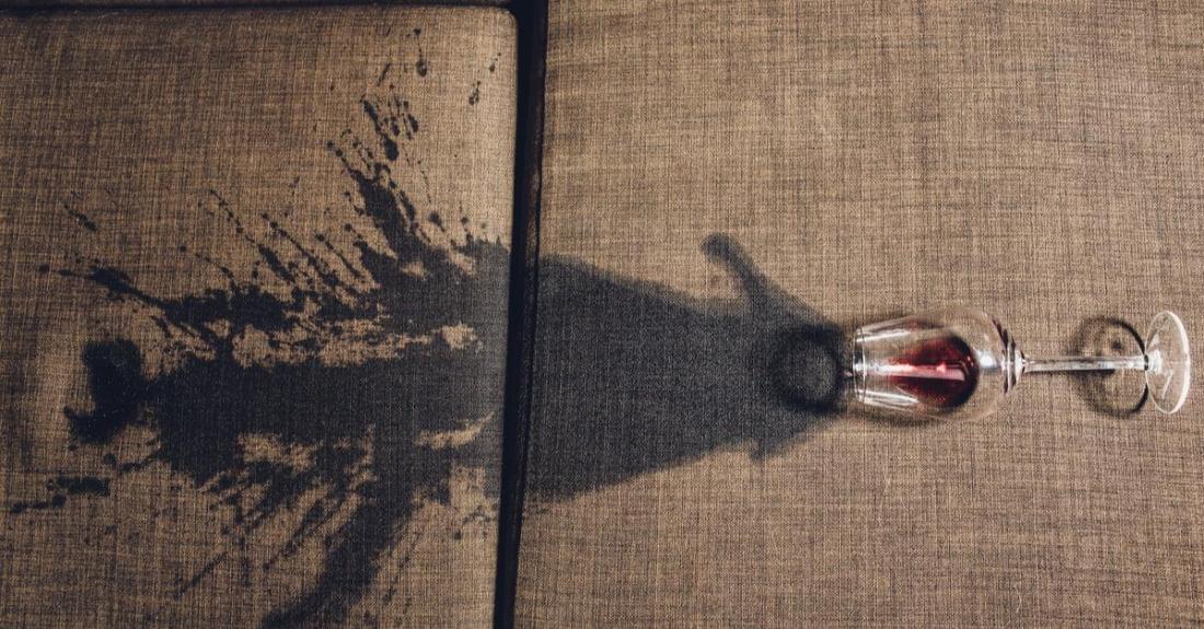 clean-a-sofa-wine-spill