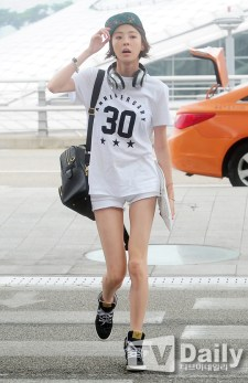 Lee Da Dee shows you how to do it with swag.