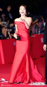 """""""IT Girl"""" So Yi Hyun in a red satin gown"""