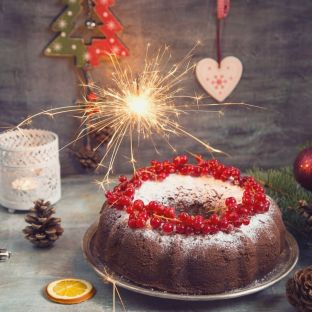 bake a christmas cake is a fun thing to do this christmas