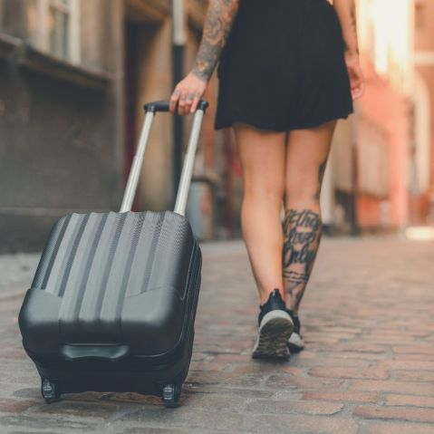 10 must do things in your life is to live abroad