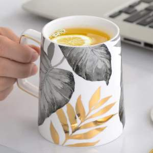 Autumn pattern mug comes with lid nd spoon