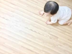 赤ちゃん ハイハイ