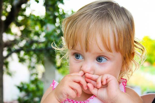 Почему дети едят козявки из носа психология. Что делать если ребенок ест козявки