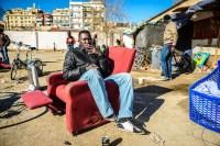 Isaac, 37 años. Nacido en Níger, lleva muchos años en diferentes asentamientos de la ciudad (http://daniplanaslabad.com/documentary/rusty-dreams)