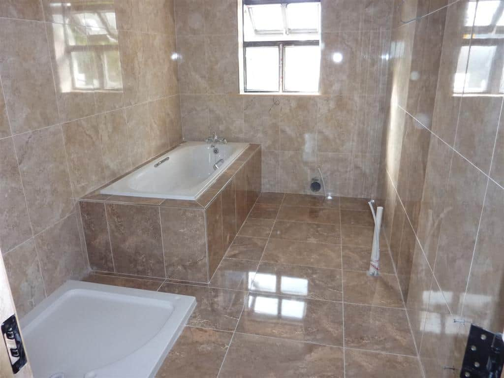 Boxing In Amp Tiling Around A Bath Im A Tiler