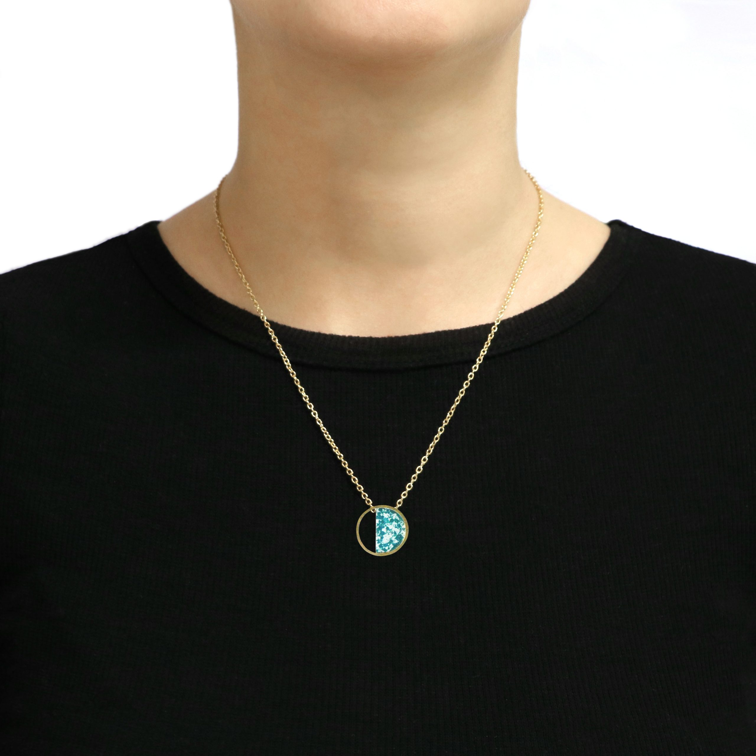 Stratos Necklace Mint Model copia