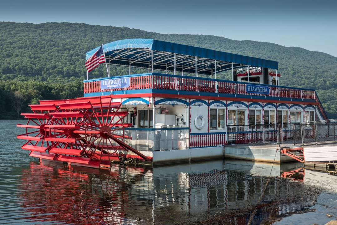 Hiawatha-Paddlewheel-Riverboat-Williamsport-1600x1067
