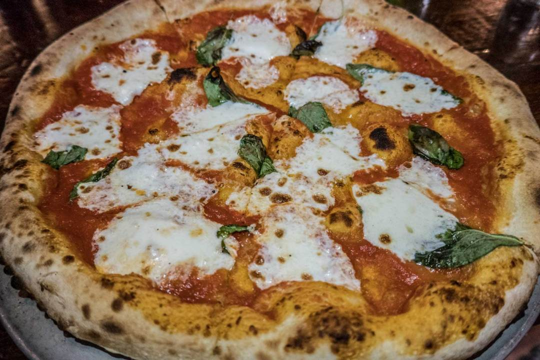 margherita-pizza-at-robertas-brooklyn-1600x1067