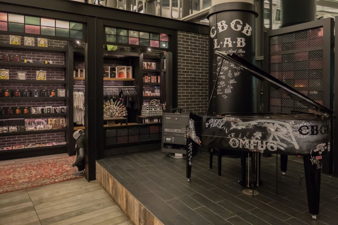 CBGB Lounge and Bar at Newark International Airport