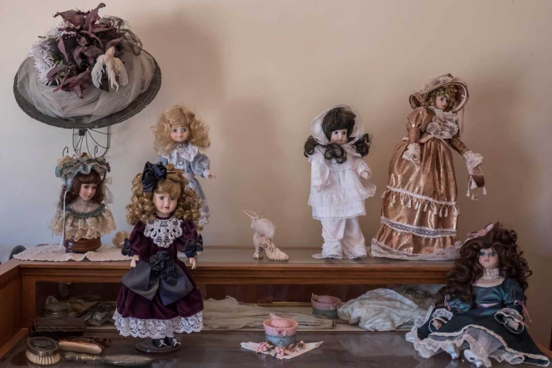 dolls-at-Pioneer-Living-History-Museum-Phoenix-Arizona-1600x1067